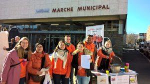 Stand de recrutement et de sensibilisation des habitants des quartiers. ©Unis-Cité Auvergne-Rhône-Alpes