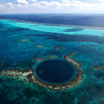 Le Grand Trou Bleu, atoll de Lighthouse Reef, Di strict de Belize, Belize (17°19' N - 87°32' O). © Yann Arthus-Bertrand