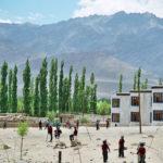 L'école de Shey est située à 3600m d'altitude, dans la vallée de l'Indus, à 20 km de Leh, principale ville du Ladakh © HOKA