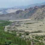 Paysage montagneux et aride du Ladakh avec cultures irriguées en été © Estelle Delahaye-Panchout