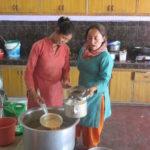 Service du thé dans un internat© Fondation GoodPlanet