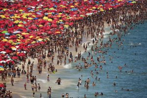 Ipanema Beach, Rio de Janeiro, Brésil (22e 59e S, 43e W) © Yann Arthus-Bertrand